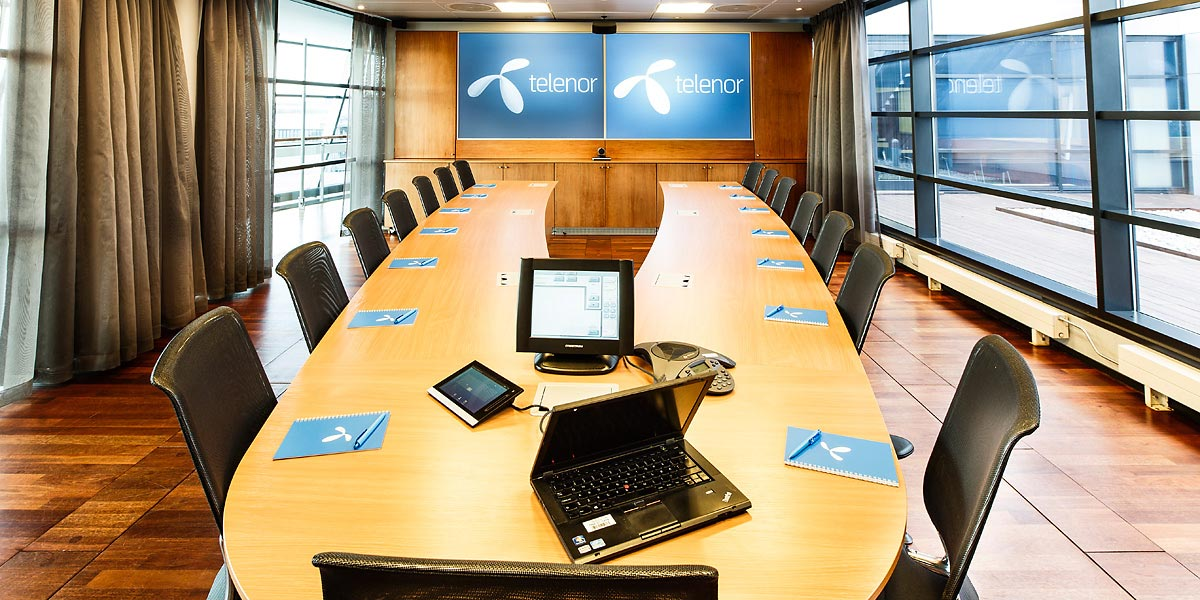 Meeting Rooms Expo - V shaped conference room table